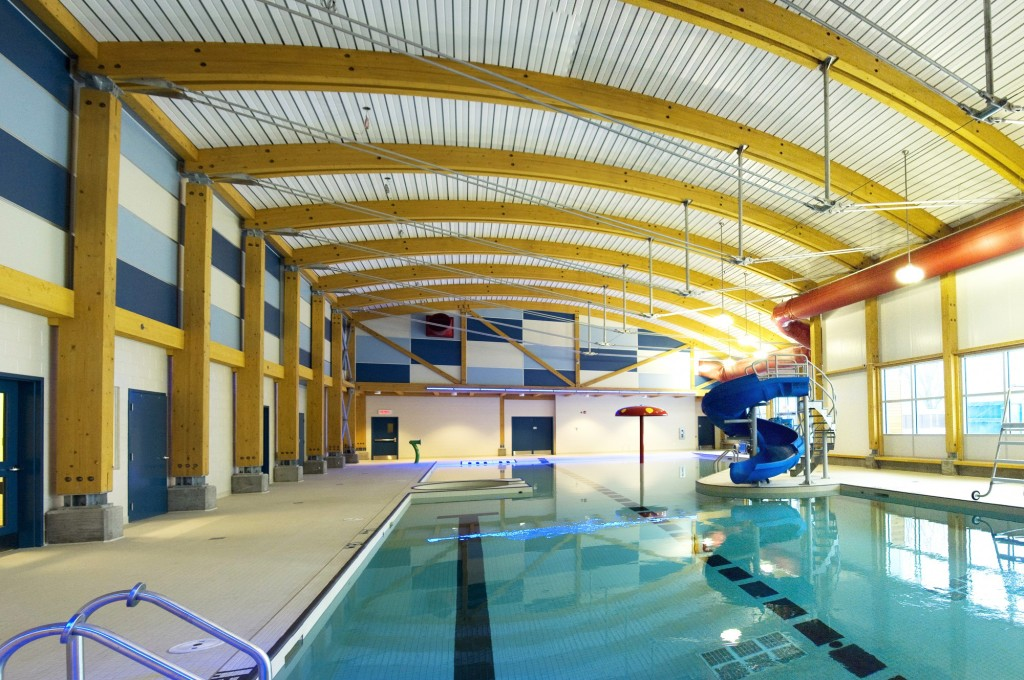 Piscine municipale saint lin laurentides canam b timents for Piscine en bois quebec